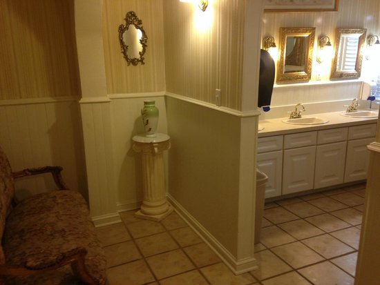 Inn of Cape May: the lovely restroom!