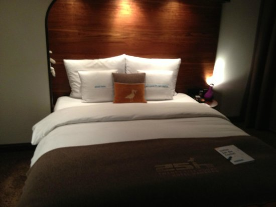 25hours Hotel HafenCity: Letto
