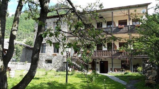 Hotel VillaMestia : from the yard