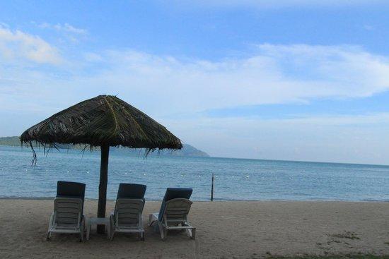 Vivanta by Taj Rebak Island, Langkawi: Beach - Huts