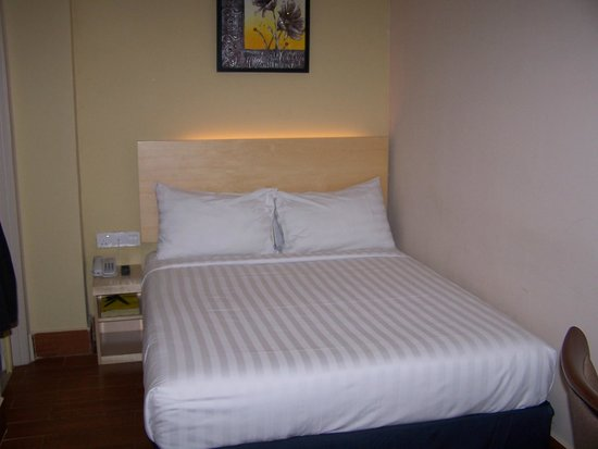 Metro Hotel KL Sentral: cama comoda