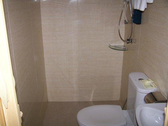 Metro Hotel KL Sentral: baño