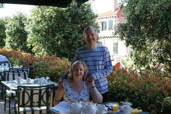 Hilton Imperial Dubrovnik: restaurant terrace at breakfast