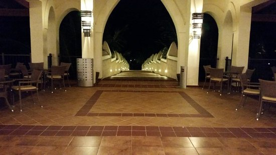 Clubhotel Riu Karamboa : walkway to beach/pool