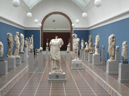 Ny Carlsberg Glyptotek : Roman Statues room