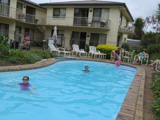 Ocean Drive Apartments : Apartments & Pool