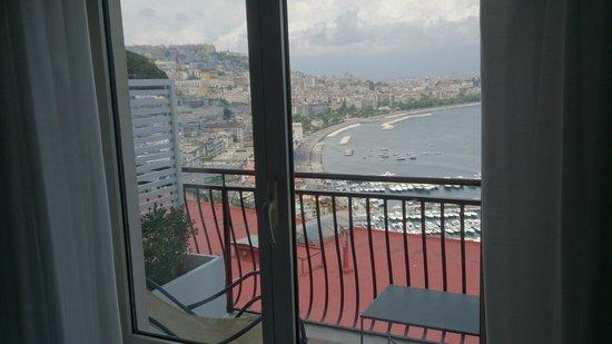 BEST WESTERN Hotel Paradiso : La veduta sul mare attraverso la finestra della camera