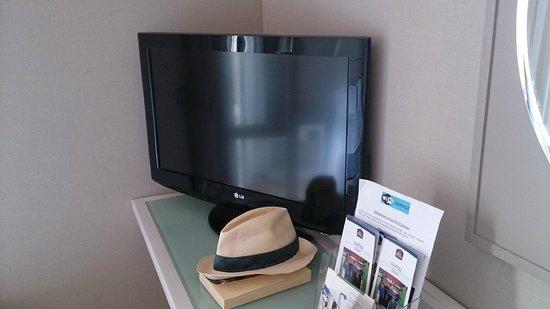 Best Western Hotel Paradiso: Il televisore , fornito di tutti i canali