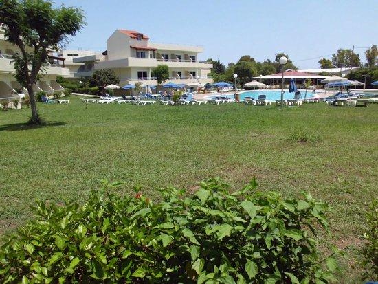 Princess Flora Hotel : Pool set fra værelse