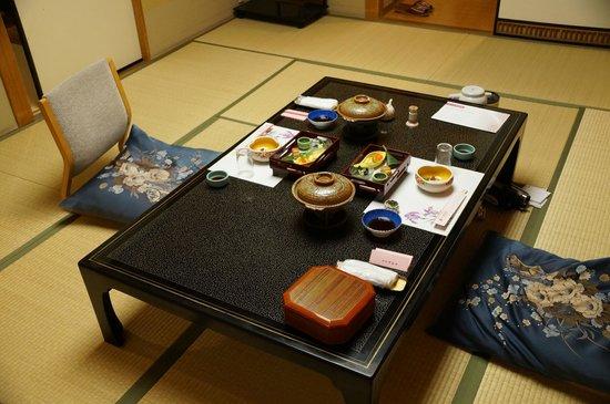 Hotel Kajikaso : Dinner is served