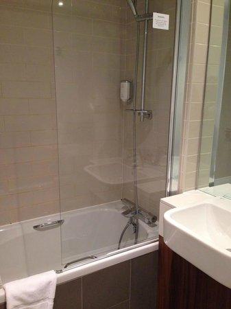 Citadines South Kensington : Bathroom