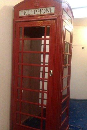 Mercure Plaza Biel : Просто телефонная кабинка в стиле Лондона