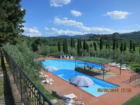 Erboli Residence: La piscine et son environnement.