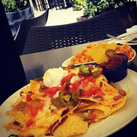 Hard Rock Cafe: Hardrock nachos and twisted mac & cheese ... simply awesome :D