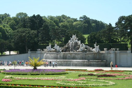 Château de Schönbrunn : vasca giardino