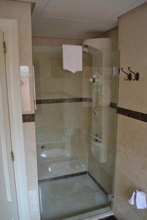 Vasari Vacation Resort: Bathroom 1