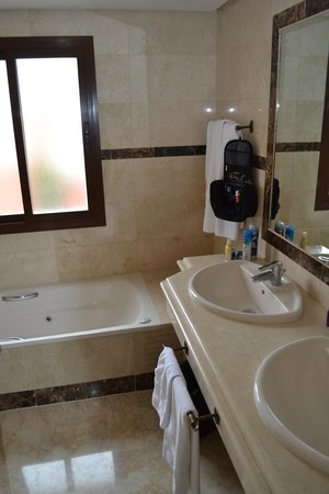 Vasari Vacation Resort: Bathroom