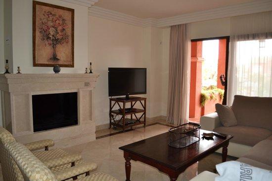 Vasari Vacation Resort : TV area