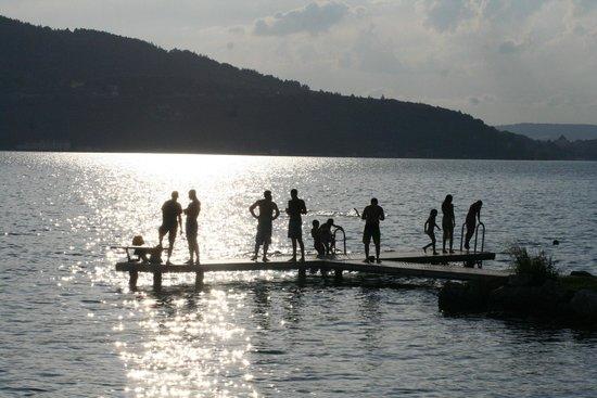 Le Chalet Buvette de la Brune: chalet de la Brune by the lake