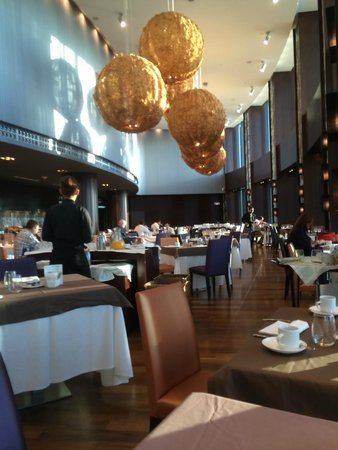 Eurostars Madrid Tower: The breakfast room