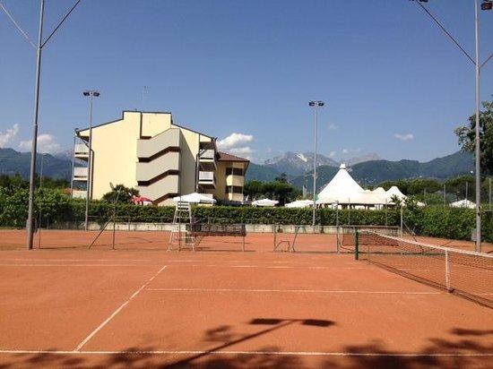UNA Hotel Forte dei Marmi : View from the tennis courts