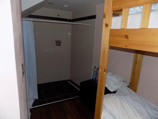 "Hotel Prague Star: ""Shower"".."
