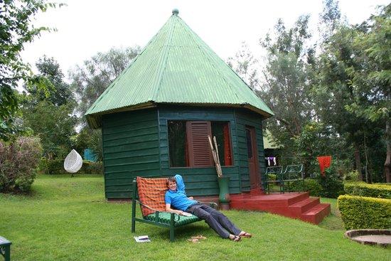 Songota Falls Lodge: Reading a book
