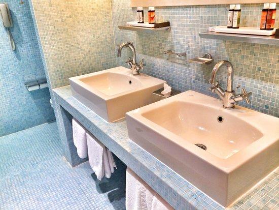 Lindian Village: Ванная комната