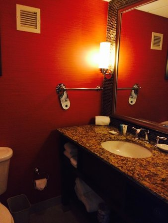 Crowne Plaza Hotel Fairfield: bathroom