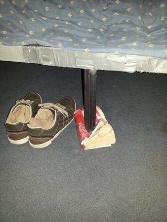 Bluesky Hostel: bed's leg