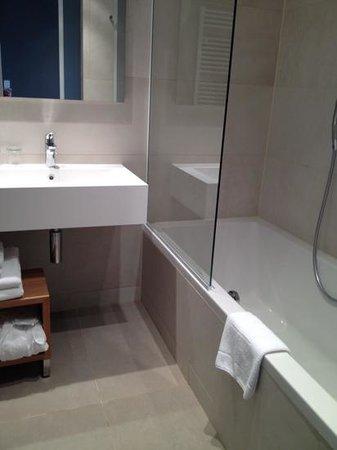 Hotel Dubrovnik Palace: Salle de bains de la chambre 116