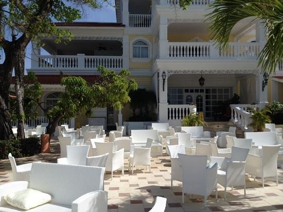 Luxury Bahia Principe Cayo Levantado Don Pablo Collection: lower terrace