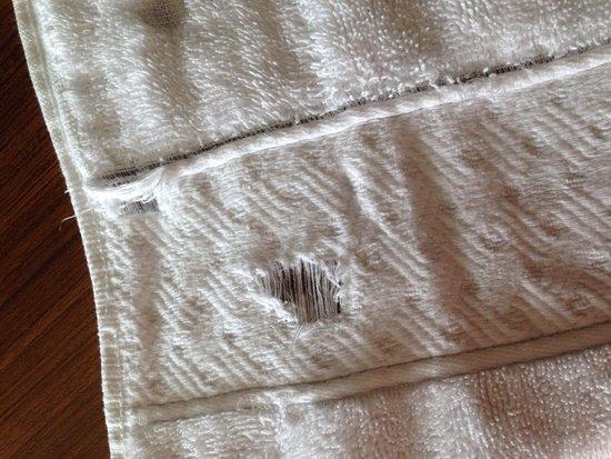 Hilton Myrtle Beach Resort: Holes in towels