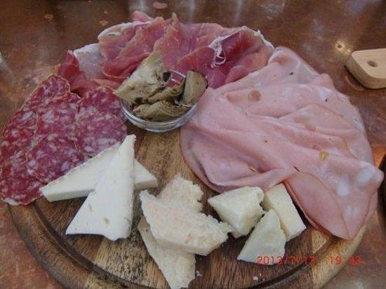 Oxbow Public Market : 生ハムとチーズのプレート
