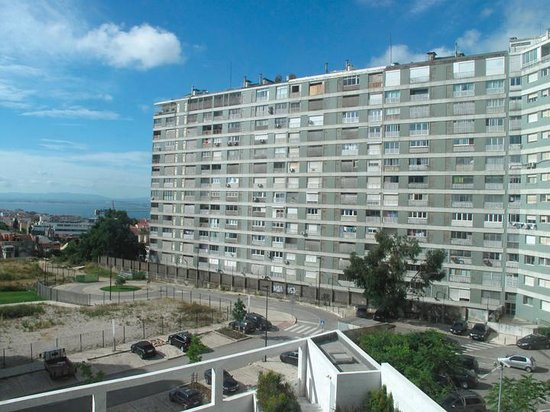 EPIC SANA Lisboa Hotel: Apartment block at the rear of hotel