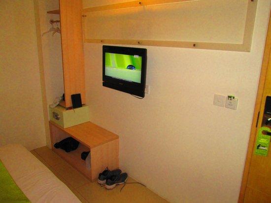 Grandmas Plus Hotel Seminyak: TV