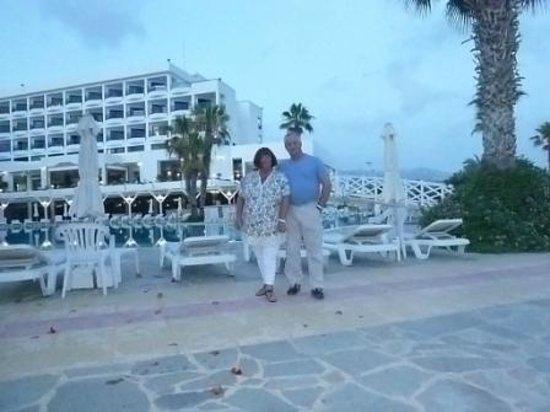 Ascos Coral Beach Hotel: Poolside