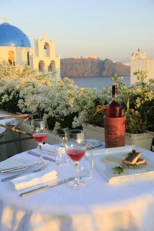 1800-Floga Restaurant : beautiful view of caldera and across the Imerovigli.
