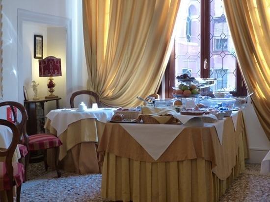 Hotel Casa Verardo - Residenza D'Epoca: salle du petit dejeuner a l hotel principal