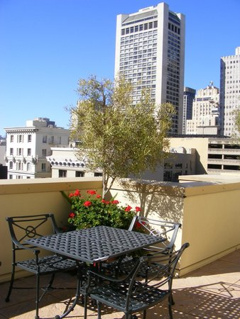 Orchard Garden Hotel : Rooftop garden patio