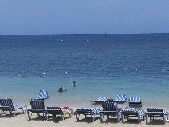 Sunscape Cove Montego Bay: The beach outside Room 103W