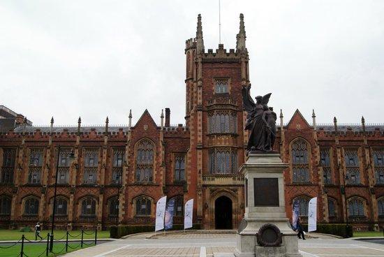 Queen's University: Entrata
