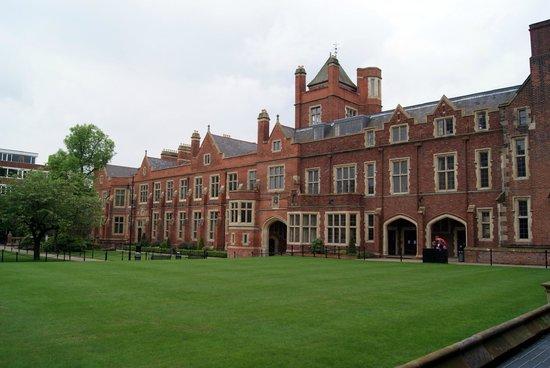 Queen's University: giardini interni
