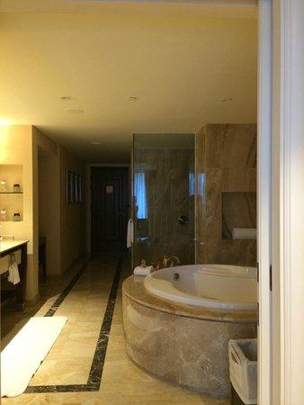 Conrad Macao Cotai Central: Room8