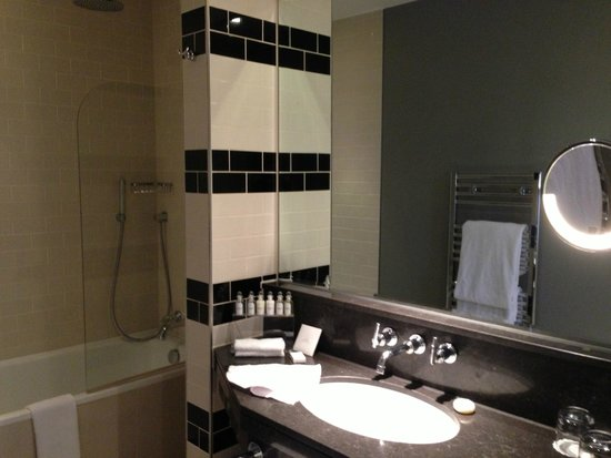 The Grosvenor Hotel: Bathroom