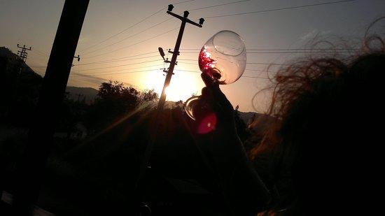 Kaya Levissi Garden: sunset N wine