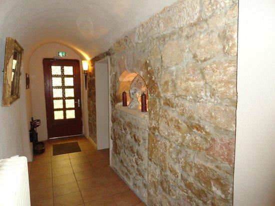 HOTEL LOU CIGALOUN : side entrance