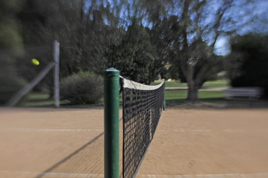 Mystery Bay Cottages: tennis court