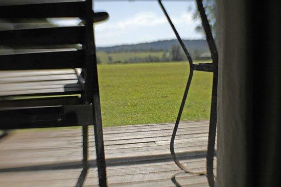 Mystery Bay Cottages: verandah