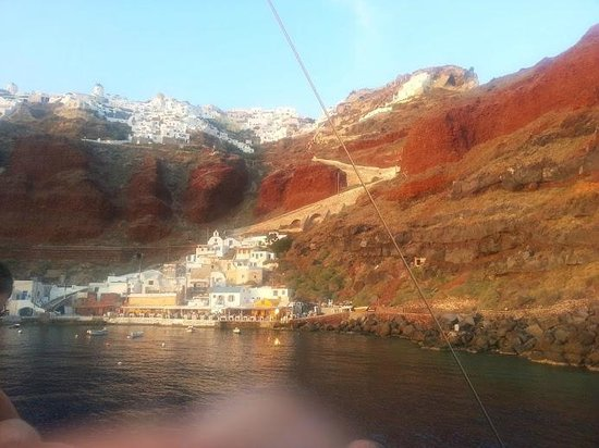 Hotel Sunny Villas : Oia and Amoudy from a boat tour
